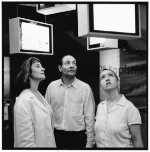 """Anna Benjamin, Jacques Zwahlen et Tania Hofmann dans """"Mes chers... Meine Lieben"""""""